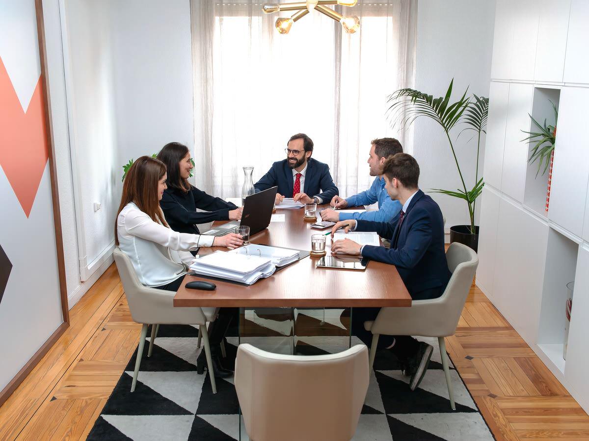 Equipo de abogados en Madrid de Debelare