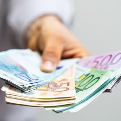 El demandado, Ibercaja, se allana parcialmente a la demanda, aceptando devolver cantidades.