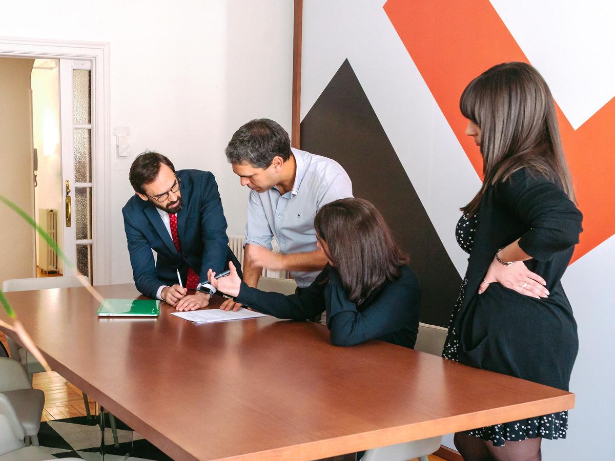 Custodia compartida, matrimonial, penal, herencias, bancario, laboral. De los abogados en Madrid de Debelare.