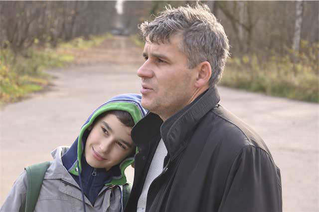 Padre e hijo están contentos por la concesión de la guarda y custodia