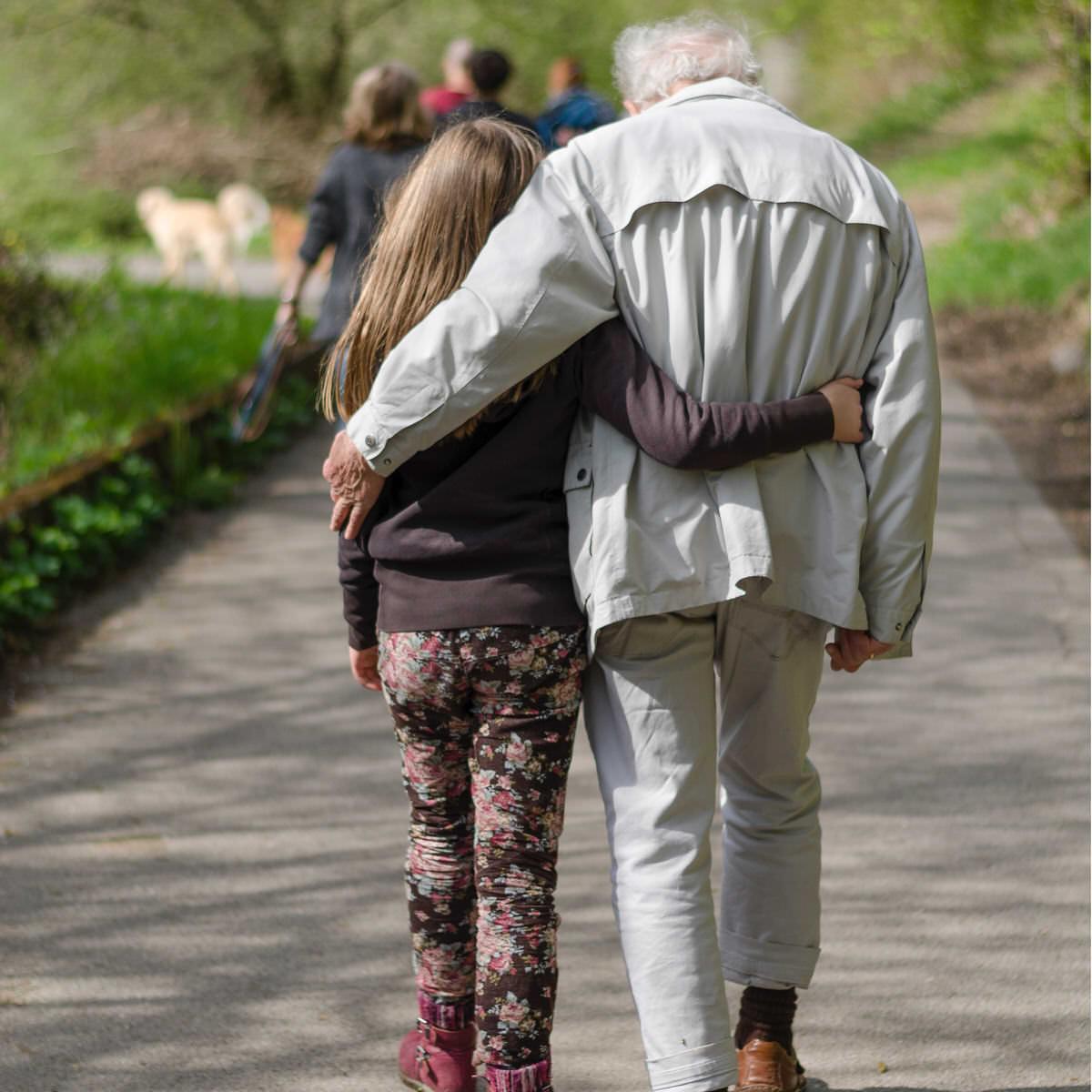 Debe existir justa causa para impedir que los abuelos o tíos no consigan el régimen de visitas y comunicación con el menor.