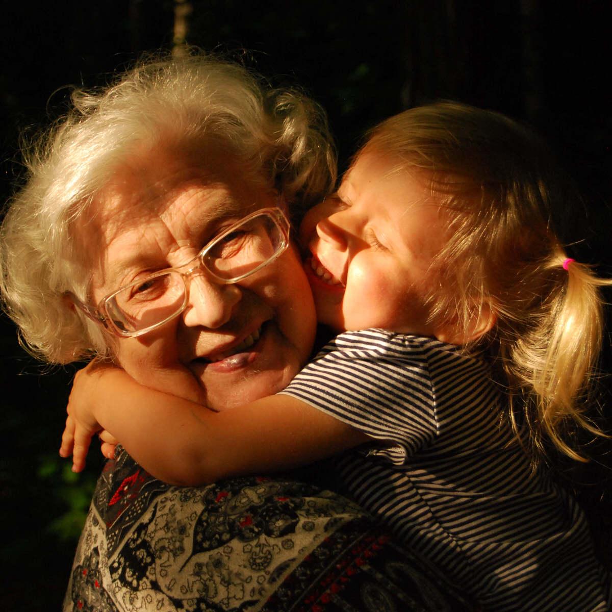 Se concederá el régimen de visitas a abuelos y tíos siempre que favorezca el interés del menor.