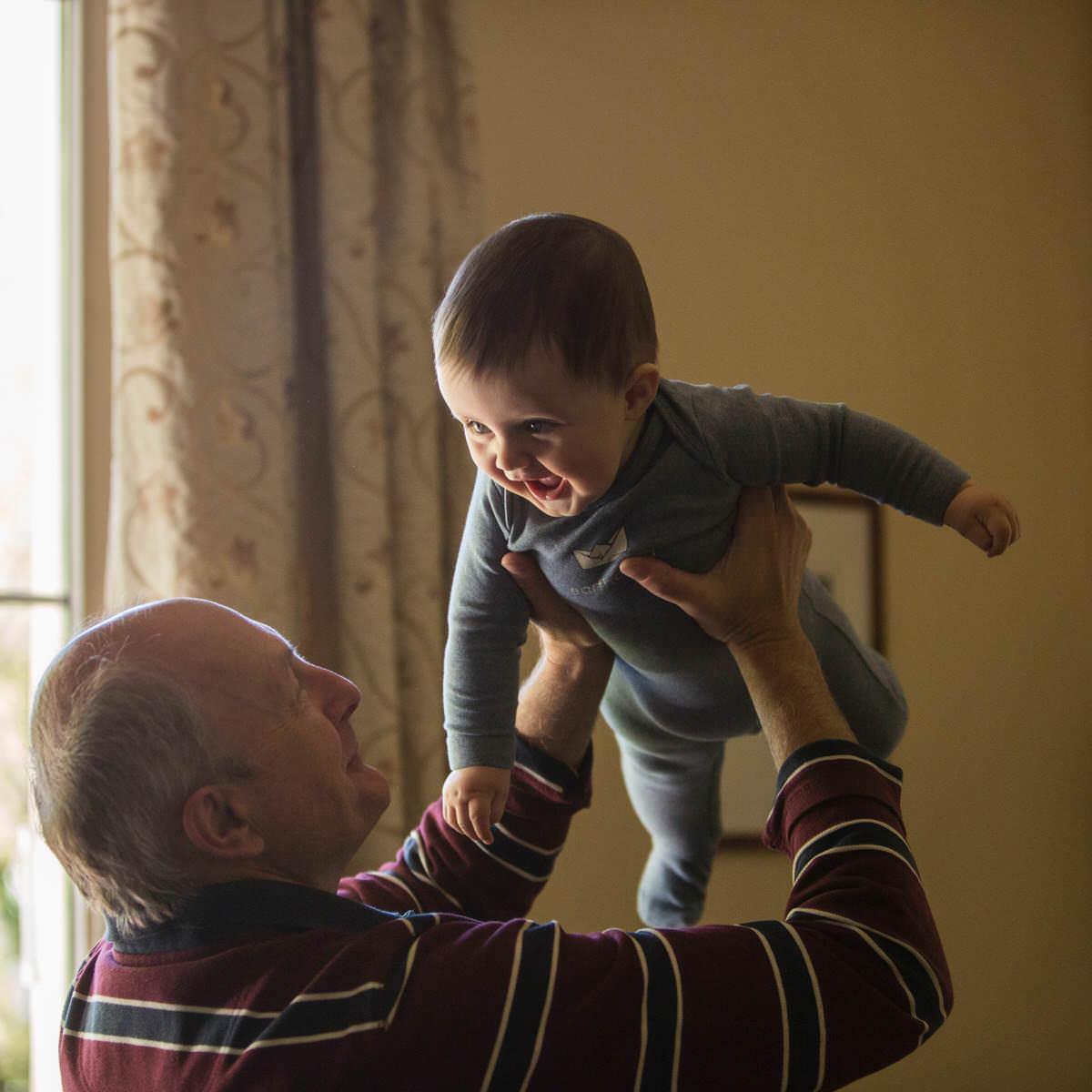 No se concederá el mismo régimen de visitas que tenía el progenitor fallecido pero sí recomiendan los tribunales el potenciamiento del contacto con tíos y abuelos.