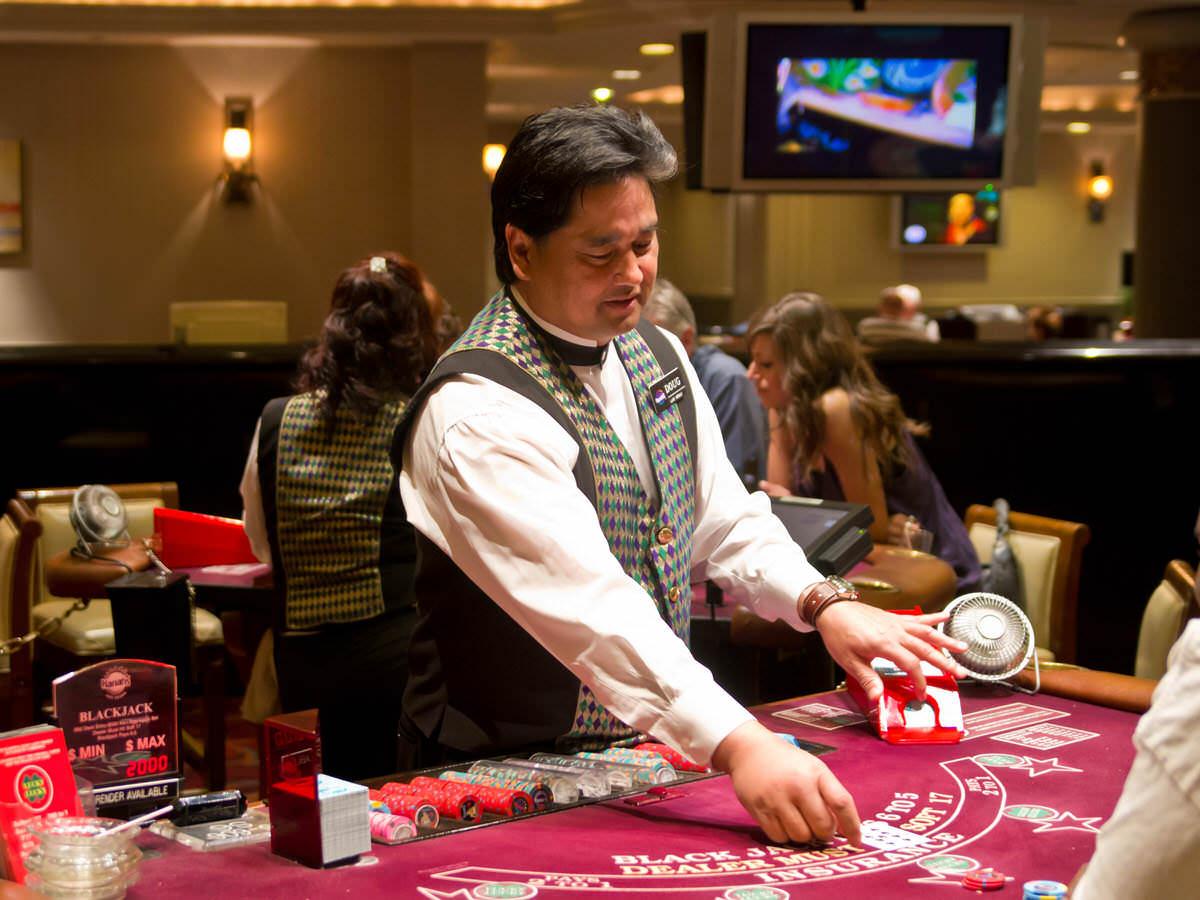 Trabajador con insomnio grave es despedido por su empleador (casino) pero obtiene el despido nulo y una indemnización por daños morales.