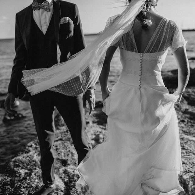 Mediante un procedimiento de modificación de medidas podrías dejar de pagar la pensión compensatoria a tu ex si es que se ha vuelto a casar o convive maritalmente con una nueva pareja.