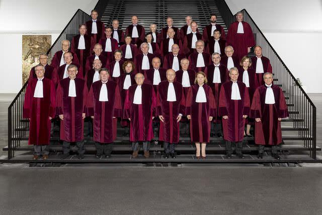 Los miembros del Tribunal de Justicia de la Unión Europea: los héroes de los consumidores españoles afectados por la cláusula suelo.